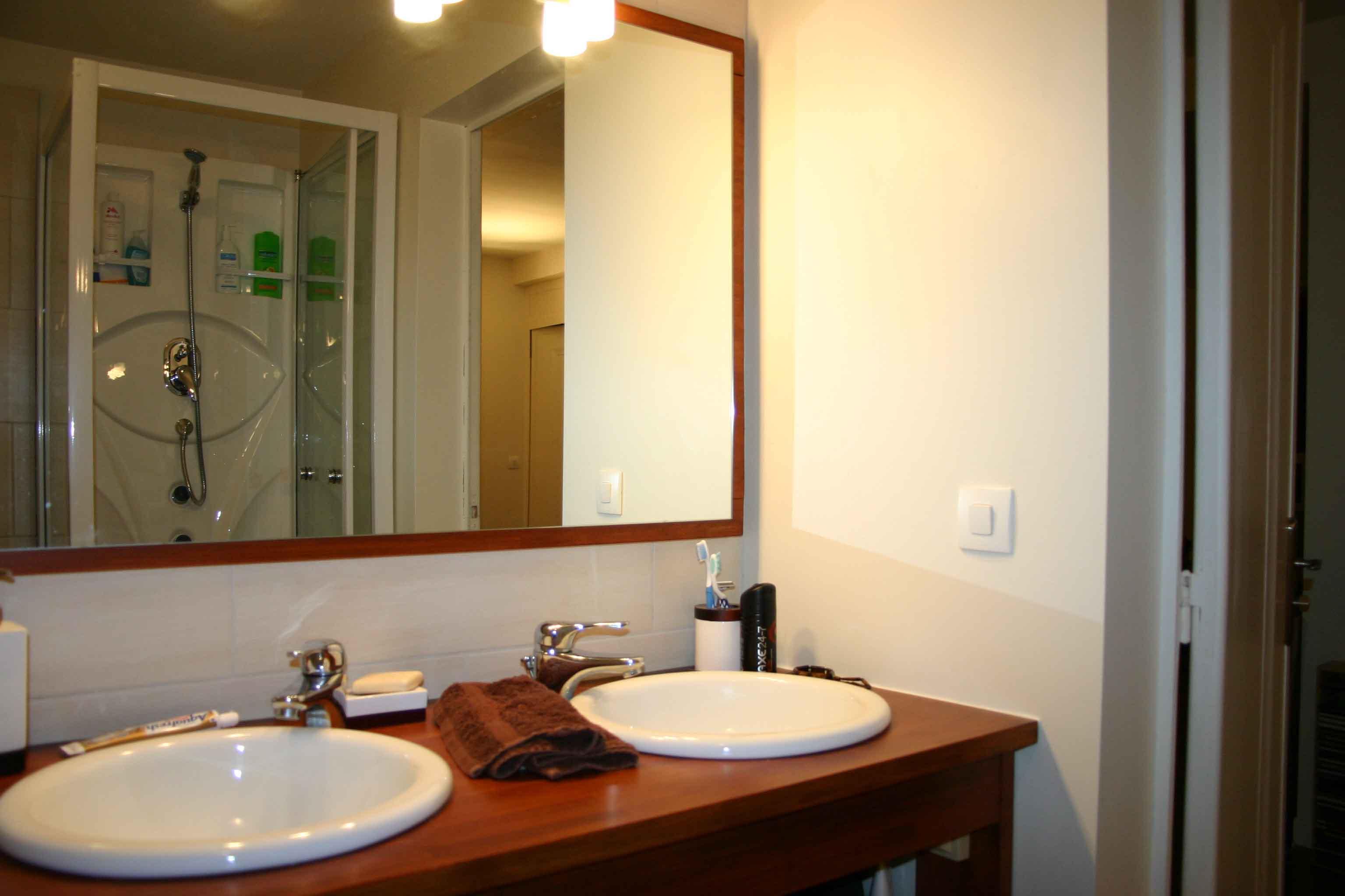 La salle de bain at v e n d u for Recherche grand miroir